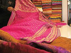 Banaras-silk-market-photo-Saher-Baloch-Express-640x480