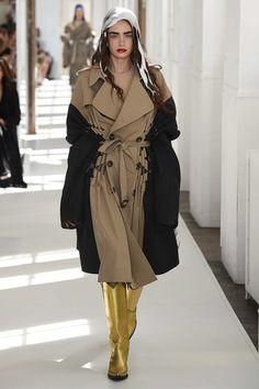 http://www.vogue.com/fashion-shows/fall-2017-couture/maison-martin-margiela/slideshow/collection
