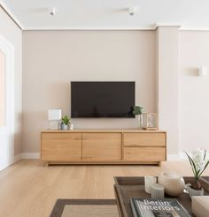 Una reforma e Interiorismo de Natalia Zubizarreta Living Room Tv Unit Designs, Interior Design Living Room, Tv Furniture, Furniture Design, Bathroom Furniture, Rack Tv, Muebles Living, Tv In Bedroom, Bedroom Office