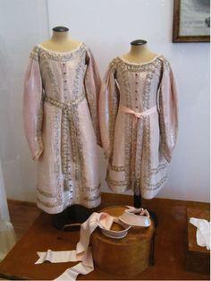 Formal Court gowns & kokoshniki worn by the Little Pair in their 1911 portrait session