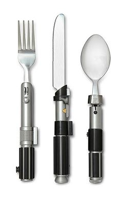 rogeriodemetrio.com: Star Wars Lightsaber Flatware Set