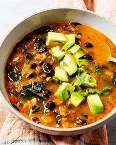 Chili Beans Soup Recipe, Spicy Black Bean Soup Recipe, Healthy Black Bean Recipes, Spicy Bean Soup, Spicy Vegetarian Recipes, Soup Beans, Veggie Recipes, Vegan Bean Soup, Vegetarian Black Bean Soup