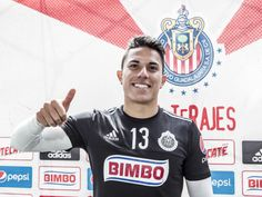 CARLOS SALCEDO PODRÍA SER COMPAÑERO DE 'CHICHARITO' Entre los interesados por hacerse de los servicios del central se encuentran el Bayer Leverkusen y el PSV. El defensa de Chivas tendría arreglada su entrada al fútbol europeo.