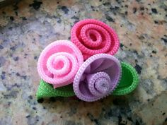 Zipper flower brooch More Zipper Flowers, Lace Flowers, Felt Flowers, Fabric Flowers, Fabric Ribbon, Handmade Flowers, Handmade Crafts, Ribbon Flower Tutorial, Feltro