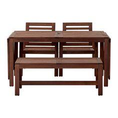 IKEA - ÄPPLARÖ, Tafel+2 armleunstoelen+bank, Je parasol staat stevig in de opening middenin het tafelblad.De klapdelen zijn eenvoudig uit te klappen en te verwijderen waardoor je de grootte van de tafel snel naar behoefte kan aanpassen.Voor extra slijtvastheid, en om de natuurlijke uitstraling van het hout te kunnen zien, is het meubel voorbehandeld met een laag halftransparante houtlazuur.
