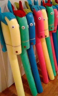 "Steckenpferd basteln Schwimmnudel Kindergeburtstag Pool noodle, felt for eas and mane, glue on giant googly eyes and tie the ""nose"" down with twine. Kids Crafts, Projects For Kids, Diy And Crafts, Craft Projects, Garden Projects, Garden Crafts, Garden Fun, Craft Ideas, Fun Ideas"