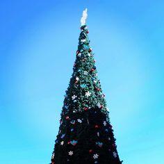 Nuestro árbol navideño llega al cielo! Te esperamos para conocerlo y saludar a Papá Noel.  #NavidadEnPalmas