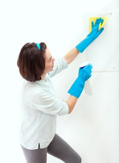 How often do you clean your walls? If that question just reminded you that yes, walls need to be cleaned once in a while, I get it! So let's talk about walls today--how often should you be cleaning them? Spring Cleaning Organization, Spring Cleaning Checklist, Fall Cleaning, Cleaning Walls, Domestic Cleaners, Cleaning Window Tracks, Clean Microfiber, Carpet Cleaners, Window Cleaner