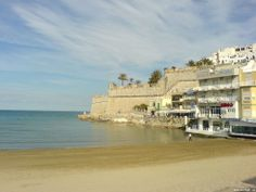 Strand und Stadtmauern von Peñíscola - Spanien - Spain - España