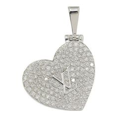 Pre-owned Louis Vuitton 18K White Gold & Diamond Heart Locket Pendant ($4,305) ❤ liked on Polyvore featuring jewelry, pendants, diamond locket, diamond pendant, white gold locket, white gold locket pendant and heart shaped diamond pendant