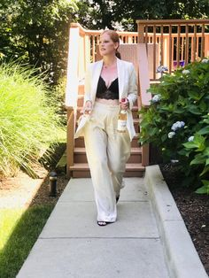 How to Style Wide Leg Pants the French Chic Way - Affordable French Chic Fashion Blog French Chic Fashion, Black Lace Bralette, Pleated Pants, Effortless Chic, Summer Tops, Fashion Pants, Wide Leg Pants, Looks Great, Summer Outfits