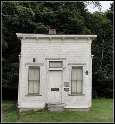 Bristolville, Trumbull County, Ohio      Abandoned doctor's office in Bristolville, Trumbull County, Ohio.