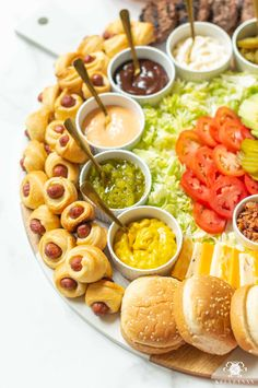 Party Food Bars, Party Food Platters, Charcuterie Recipes, Charcuterie And Cheese Board, Palmetto Cheese, Cookout Menu, Mini Sliders, Burger Party, Tomato Dishes