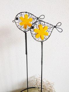 Kuřátko s květinkou - zápich