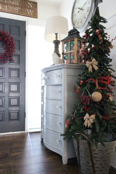 If you like Front Porches Farmhouse Christmas Decorations Ideas lets read more and see our pins. I think its best of list for Front Porches Farmhouse Christmas Decorations Ideas