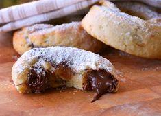 Λαχταριστά μπισκότα γεμιστά με σοκολάτα που θα λατρέψετε εσείς και οι δικοί σας! Μια εύκολη συνταγή για μπισκότα με γέμιση σοκολάτας. Nutella, Donuts, Chocolate Cookies, Baked Potato, Pork, Tasty, Bread, Snacks, Cooking