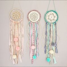 Atrapasueños Lace Dream Catchers, Dream Catcher Art, Creative Crafts, Diy And Crafts, Arts And Crafts, Dream Catcher Tutorial, Doilies Crafts, Boho Bedroom Decor, Wreath Crafts