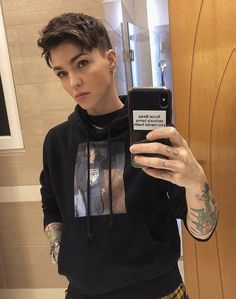 Ruby Rose - Hobbies and Interests World Tomboy Haircut, Androgynous Haircut, Tomboy Hairstyles, Androgynous Fashion, Tomboy Fashion, Pixie Hairstyles, Ruby Rose Hairstyles, Haircuts, Androgynous Girls