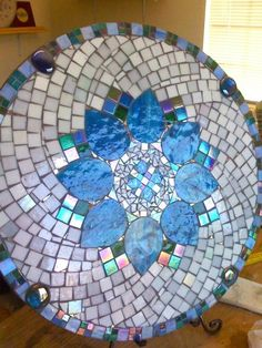 Mosaic table, in my dreams!