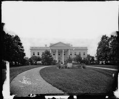 This is the White House of Abraham Lincoln's era, with Thomas Jefferson statue on front grounds: pic.twitter.com/abyDtW1Mdk
