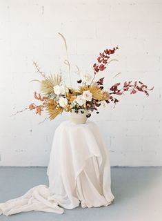 fall wedding centerpiece with white roses and limbs with red foliage make the look perfect for fall and the corn straws bring a country flair to it Dried Flower Arrangements, Vase Arrangements, Floral Centerpieces, Centrepieces, Fresh Flowers, Dried Flowers, Beautiful Flowers, Flowers Nature, Flowers Garden