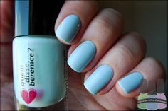 tão lindo que parece um quadro! adoramos as unhas das berê Nanda, do blog loucas por esmalte, com nosso azulico. super meigo!