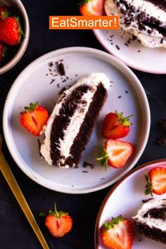 Mit diesem köstlichen Rezept für einen Schokokuchen mit Vanillecreme kannst du naschen ohne Reue. | EAT SMARTER #erdbeeren #rezept #gesund #kuchen Eat Smarter, Sushi, Pudding, Ethnic Recipes, Desserts, Food, Vanilla Cream, Chocolate Cakes, Oven