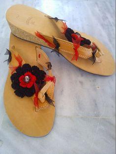 OTINANAI: Σαγιονάρες : Μαύρο κόκκινο πλεκτό λουλούδι !!!