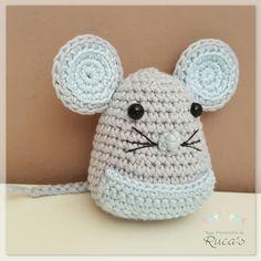 Ayer os enseñaba a Larguirucho y hoy os enseño y os comparto el patrón de este amigurumi basado en el Ratoncito Pérez. Ya sabéis, ese ratón...