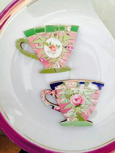 Box of Frogs Mosaics - very cool tea cups Mosaic Tile Art, Mosaic Crafts, Mosaic Projects, Mosaic Glass, Craft Projects, Broken China Crafts, Mosaic Flowers, Mosaic Madness, Art N Craft
