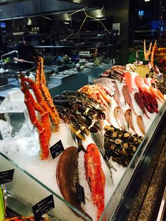 A real feature of the Novikov Asian Restaurant is its open kitchen. Fronted by an amazing display of seafood and vegetables, it evokes the atmosphere of an Asian food market. The menu uses novel flavours and texture combinations, inspired by Chinese and Pan Asian cuisine. http://hotels-search.consolidator.london/Place/Piccadilly_United_Kingdom_1.htm