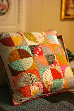 Sewing Cushions Love this one too. Another great scrap project. - Thanks so much Michelle - it's gorgeous! Sewing Pillows, Diy Pillows, Decorative Pillows, Throw Pillows, Patchwork Cushion, Quilted Pillow, Patchwork Quilting, Circle Quilts, Quilt Blocks