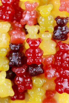 Gummy Bears made with Fresh Fruit and Natural Sugars. Just 4 ingredients and a healthy treat for your familyHomemade Gummy Bears made with Fresh Fruit and Natural Sugars. Just 4 ingredients and a healthy treat for your family Homemade Gummy Bears, Homemade Gummies, Homemade Candies, Fruit Snacks Homemade, Candy Recipes, Baby Food Recipes, Snack Recipes, Cooking Recipes, Dessert Recipes