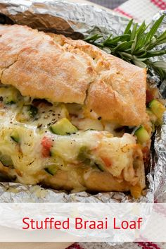 Crammed full of tasty relish, vegetables and cheese, this pull-apart braai bread is a surefire winner. Chunky and delicious it's the perfect go-to side dish or starter. Braai Recipes, Appetizer Recipes, Vegetarian Recipes, Cooking Recipes, What's Cooking, Easy Recipes, Main Course Dishes, Side Dishes, South African Recipes