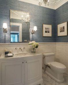 Bir banyo da her yer fayans olmak zorunda değil. Duvar kağıdı, yüz seviyesinde…