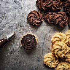 """Galleteando #pastas #galletas #chocolate #ganache  Making #cookies  #tv_stillife  #huffposttaste #nothingisordinary #gastroart #RSlove #foodandwine #f52grams #food52 #lifeandthyme #feedfeed @thefeedfeed #foodshare #hautecuisines #yahoofood #thekitchn #foodphotography #foodblogger #primerolacomunidad #hallazgosemanal"" Photo taken by @miriamelinvitado on Instagram, pinned via the InstaPin iOS App! http://www.instapinapp.com (02/24/2016)"