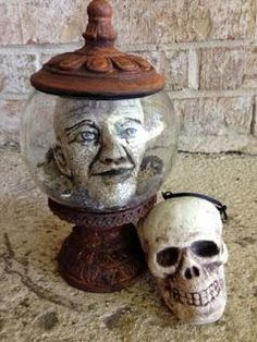Haunted Halloween Head-in-a-Jar