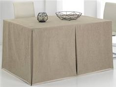 Mesa camilla Rectangular con pliegue CUSMO de Cañete Mesa Camilla Rectangular, Cafeteria Table, Home And Living, Ottoman, Table Settings, Dining Room, Diy And Crafts, Chair, Furniture