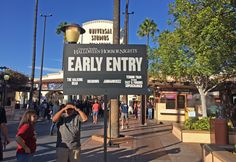 Managing the crowds & touring tips at Halloween Horror Nights Hollywood 2016.
