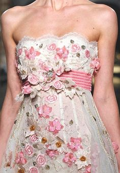 Zuhair Murad: Detail of floral appliqués
