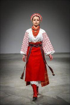 Український народний костюм вперше на подіумі Українського тижня моди  4bbaebe90f597