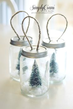 Simply Ciani: DIY Mason Jar Ornaments made from baby food jars and bottle brush Christmas trees. Mini Mason Jars, Hanging Mason Jars, Christmas Mason Jars, Mini Bottles, Diy Hanging, Christmas Snow Globes, Christmas Crafts, Christmas Ornaments, Christmas Trees