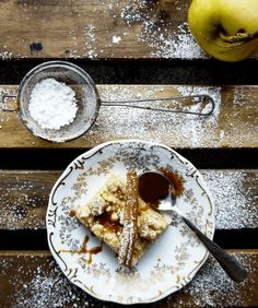 VEGAN: Apfelkuchen mit Sahne-Karamellsoße