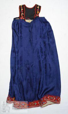 DigitaltMuseum - Livstakk Folk Costume, Costumes, Going Out Of Business, Seasonal Decor, Damask, Norway, Beige, Seasons, Embroidery