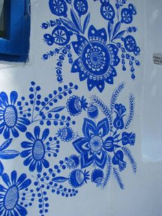Blue & White Paradise: the Charming Czech Houses of Louka, Painted by Spry Grandmothers – Dusty Old Thing Rare nouvelle rénovation de Menu peut considérabl Folk Art Flowers, Flower Art, Art Mural, Wall Murals, Mexican Wall Art, Polish Folk Art, Hand Painted Furniture, Painted Doors, Learn To Paint