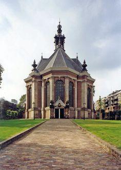 Exterior of the Nieuwe Kerk; The Hague (Photo courtesy: Den Haag Marketing).