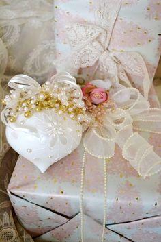 beautiful gift wrapping ..