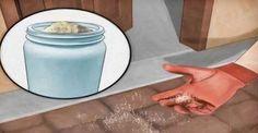 La sal ha sido utilizado durante siglos para la limpieza en los hogares, es ideal por no poseer propiedades tóxicas y sirve para limpiar y desinfectar los artículos en los hogares, la sal es también extremadamente económica. Si desea mantener a las hormigas lejos de sus gabinetes de almacenamiento de alimentos o ventanas, la sal
