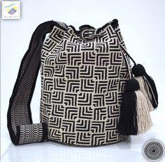 18 отметок «Нравится», 1 комментариев — Wayuu Bags &Bikini etc. (@wayuukiss) в Instagram: «Wayuu bag single thread รุ่น Premium quality ⭕️Sold out⭕️ •ฐาน 8.5 นิ้ว สูง 10.5นิ้ว •สายยาว 108…»