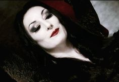 amazing eye make up - cosplay for morticia addams anjelica huston Morticia Addams Makeup, Morticia And Gomez Addams, Morticia Adams, Adams Family Halloween, Family Halloween Costumes, Halloween Ideas, Halloween 2018, Halloween Party, Costume Makeup